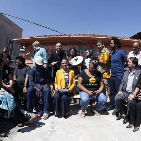 A candidata Marina Silva (Rede) visita trabalho social em Campo Limpo Foto: Marcos Alves / Agência O Globo