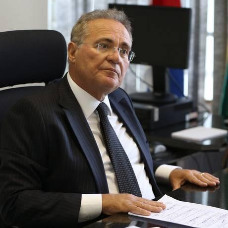 O senador Renan Calheiros (MDB-AL), durante entrevista Foto: Givaldo Barbosa/Agência O Globo/03-04-2018