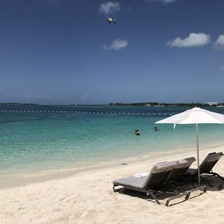 Boa Viagem - Bahamas - A praia de Cable Beach, onde ficam os hóspedes do complexo de hotéis Baha Mar.