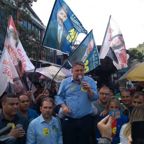Anthony Garotinho faz campanha em Bangu, no Rio, antes de seu julgamento Foto: Lucas Altino / Agência O Globo