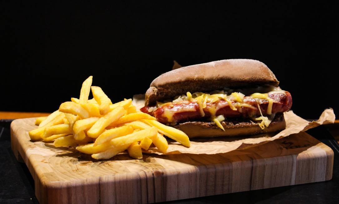 Vizinhando: linguiça mineira e queijo servido no pão australiano (R$ 18,90). Rua Mariz e Barros 824, Maracanã (3624-5288). Foto: Divulgação
