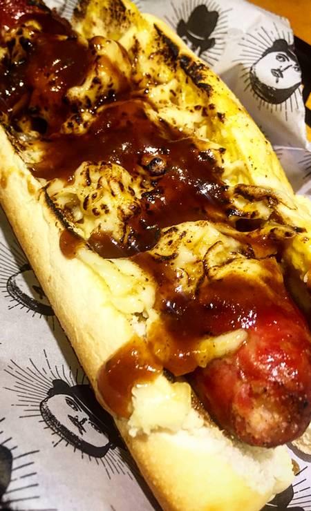 Botero em Pé: o novo Botero Mustard (R$ 24) leva linguiça artesanal, mostarda ao curry e barbecue de melaço da casa, finalizado com mussarela gratinada. Rua Campos Sales 15, Tijuca (3217 - 4721). Foto: Divulgação/Souza