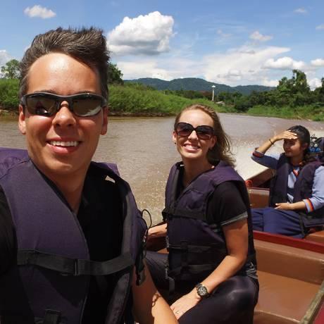 Casal pelo rio Mekong, na Ásia Foto: Arquivo Pessoal
