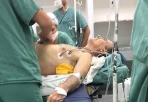 Jair Bolsonaro é atendido por equipe médica Foto: Reprodução