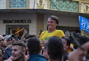 O candidato à Presidência, Jair Bolsonaro, é alvo de um atentado em Juiz de Fora Foto: Raysa Leite / AFP