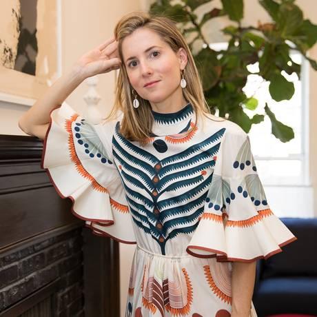 Marina Larroudém posa no seu apartamento no Upper East Side Foto: Divulgação