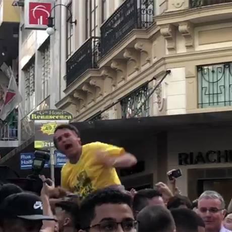 Jair Bolsonaro é esfaqueado durante campanha em Juiz de Fora Foto: Reprodução