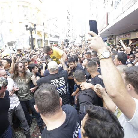 O candidato à Presidência PSL sofre um ataque com faca em Juiz de Fora Foto: Antonio Scorza / Agência O GLOBO