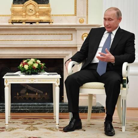 Em julho de 2018, presidentes da França, Emmanuel Macron, e da Rússia, Vladimir Putin, se encontram no Kremlin, em Moscou Foto: YURI KADOBNOV / AFP
