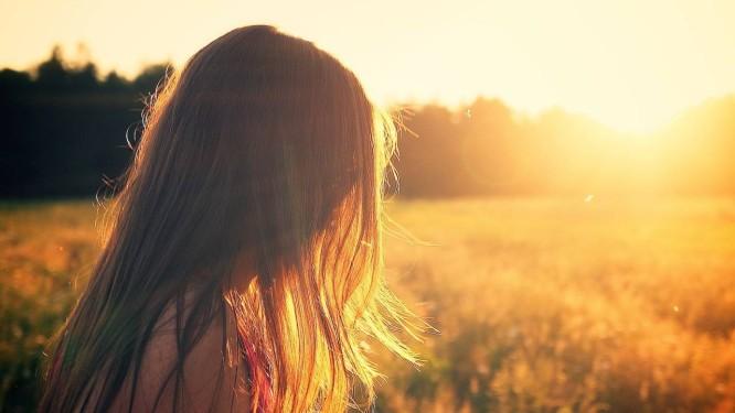 Protetores capilares à venda hoje protegem apenas contra efeitos do vento e do calor, e não contra a radiação liberada pelo sol Foto: Pixabay