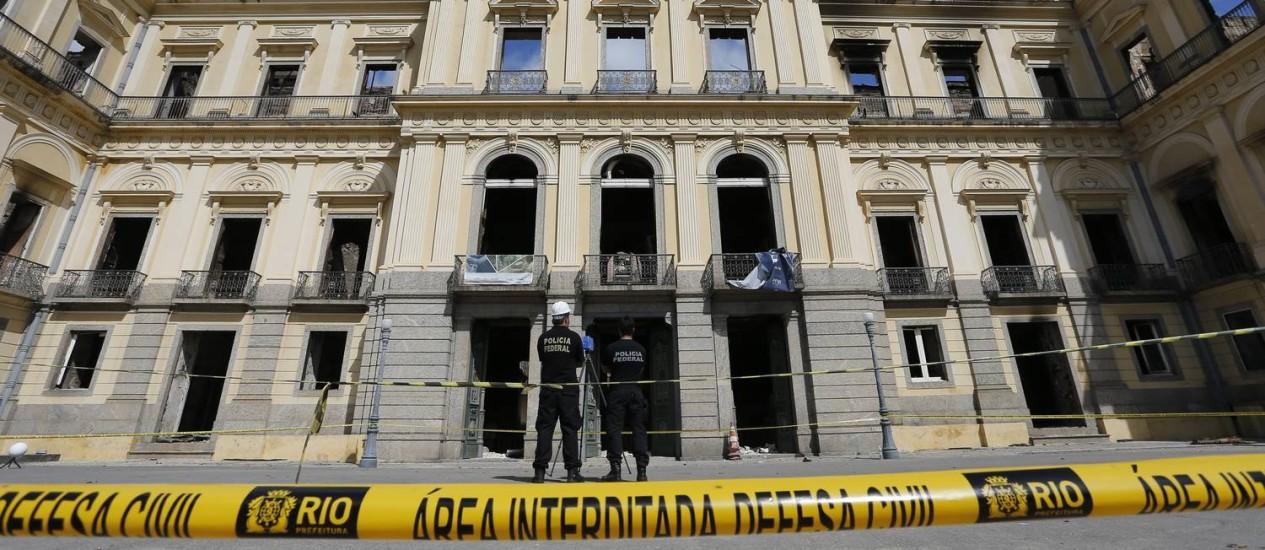 Museu Nacional sendo vistoriado após o incêndio Foto: Pablo Jacob / Pablo Jacob