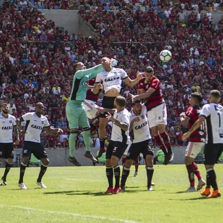 Flamengo foi surpreendido pelo Ceará no Maracanã e volta ao estádio sob pressão Foto: Guito Moreto / Agência O Globo