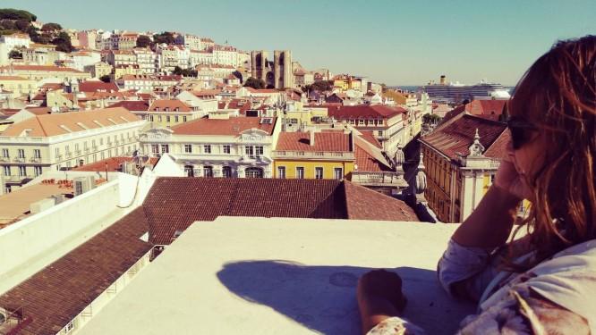 Nívea Andrade em Lisboa: fotógrafa deixou o país com ajuda financeira do programa Árvore e abriu estúdio em Contagem (MG), mas planeja voltar a Portugal Foto: Arquivo Pessoal