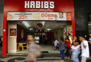 Lojas do Rio prometem produto em dobro por um preço, quando, na verdade, consumidor é obrigado a pagar o valor anunciado duas vezes. Foto: Uanderson Fernandes / Agência O Globo