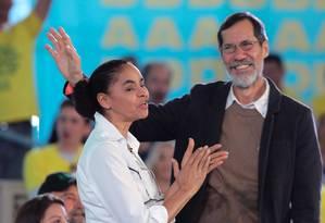 A candidata Marina Silva ao lado de seu vice, Eduardo Jorge Foto: Sergio Lima / AFP