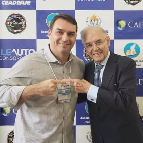 Flavio Bolsonaro e Arolde de Oliveira fazem campanha juntos Foto: Reprodução / Facebook