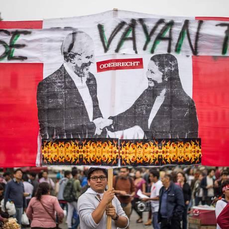 Peruanos protestam contra a corrupção em Lima, no dia 16 de dezembro de 2017 Foto: Ernesto Benavides / AFP