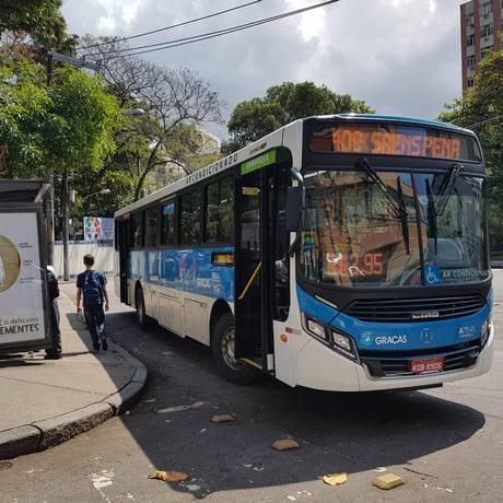 Com ar-condicionado, ônibus não tem wi-fi e tomada de USB como prometido: empresa diz que adaptação será gradual Foto: Marcos Nunes / Agência O Globo