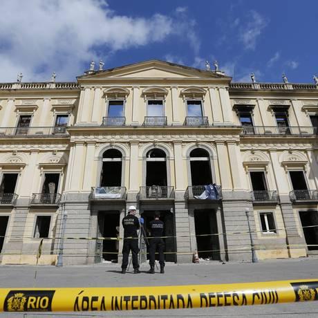 No domingo passado, o Museu Nacional, vinculado à UFRJ, e com sérios problemas orçamentários, pegou fogo e perdeu 90% de seu acervo Foto: Pablo Jacob / Pablo Jacob