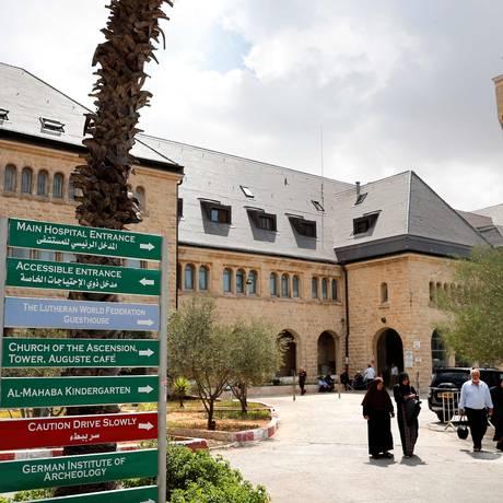 Um dos hospitais no Leste de Jerusalém que atende palestinos: corte de US$ 25 milhões de ajuda dos EUA Foto: THOMAS COEX / AFP