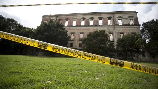 Área de isolamento nos fundos do museu, destruído após o incêndio há uma semana Foto: Márcia Foletto / Agência O Globo