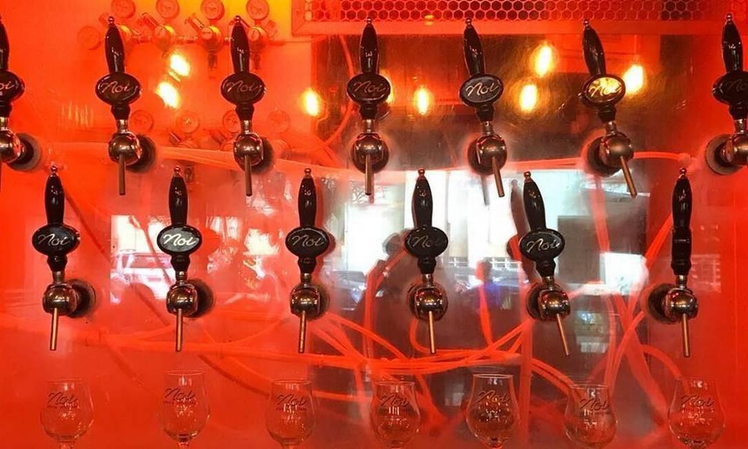 Noi. Com um bar no Leblon e sete em Niterói, a Noi foi uma das pioneiras dos bares de uma cerveja só. Quer dizer, de uma cervejaria só porque atualmente são 12 rótulos de fábricação própria disponíveis, como a Bionda (R$ 18,90, 600ml) e a Bárbara (R$ 38,90, 300ml). Rua Conde Bernadotte 26, Leblon Divulgação