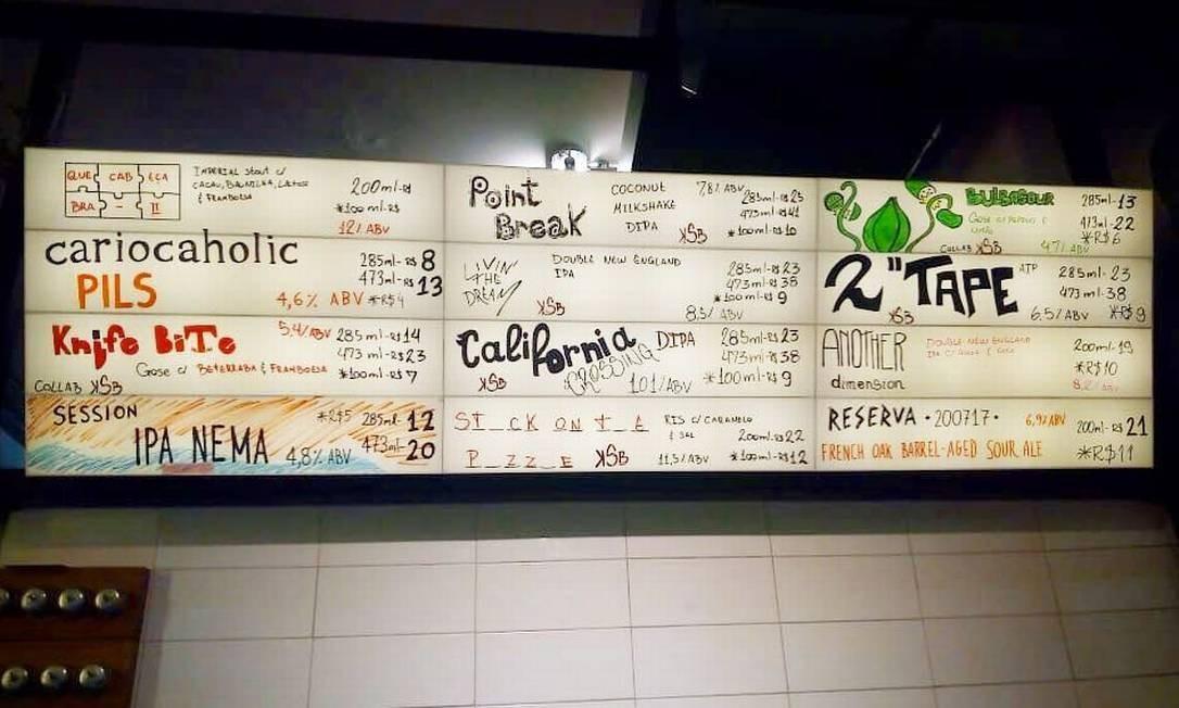 3Cariocas. Lançamentos de cervejas colaborativas, beer list variado e um ar alternativo rondam o bar da cervejaria em Botafogo (onde mais?). Entre as últimas novidades que passaram por lá estão a Knife Bite, uma Gose com framboesa e beterraba, e a Bulbasour, Gose com pepino e limão. R. Voluntários da Pátria 31, Botafogo. Reprodução Instagram