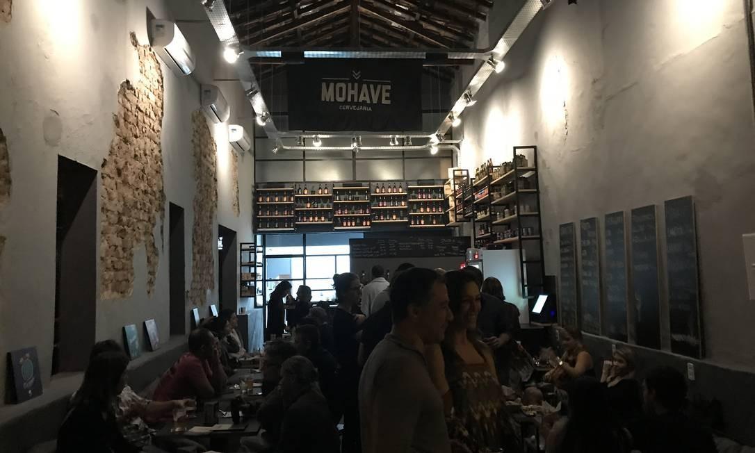 Fort Mohave. Com uma pegada mais industrial e embecadinho, o Fort MohaveFort fincou a bandeira da cervejaria carioca em Botafogo. São 12 torneiras de chope, sempre dividindo com rótulos convidados. Como setembro é mês de aniversário por lá, algumas promoções estão sendo divulgadas nas redes sociais, como opena bar por R$ 100. Rua Dezenove de Fevereiro, 190, Botafogo Foto: Divulgação