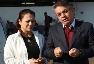 O deputado João Rodrigues e a esposa, Fabiana, no aerporto de Chapecó Foto: Reprodução/Facebook