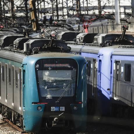 Trens da SuperVia . Imagem de 11/05/2018 Foto: Gabriel de Paiva / Agência O Globo