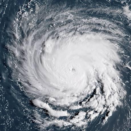 Imagem de satélite mostra o furacão Florence em direção a costa lestes dos EUA Foto: HO / AFP