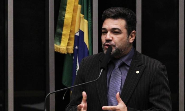 O pastor Marco Feliciano (PODE-SP) durante discurso na tribuna da Câmara Foto: Jorge William / Agência O Globo/ 15-04-2016