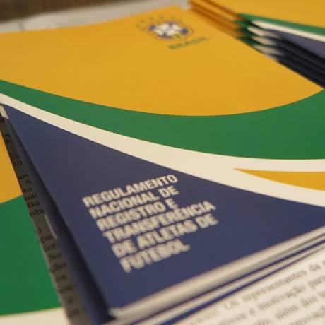 CBF publica atualização em seu relatório sobre registros e transferências de atletas entre clubes brasileiros e estrangeiros Foto: Rener Pinheiro / CBF