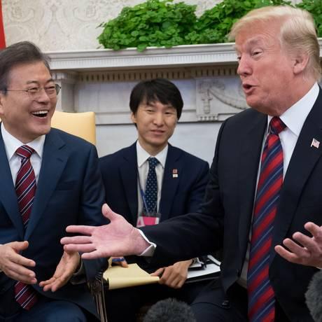 Presidente sul-coreano Moon Jae-in com o presidente americano Donald Trump na Casa Branca em 22 de maio de 2018 Foto: SAUL LOEB / AFP