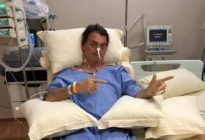 Bolsonaro faz gesto de atirar em hospital Foto: Reprodução