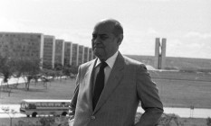 Tancredo posa em frente a Esplanada dos Ministérios Foto: Agência O Globo