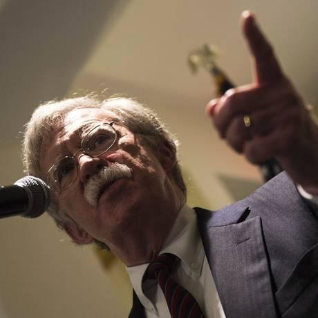 Bolton: conselheiro de Segurança Nacional de Trump fez ameaças ao tribunal Foto: ANDREW CABALLERO-REYNOLDS / AFP