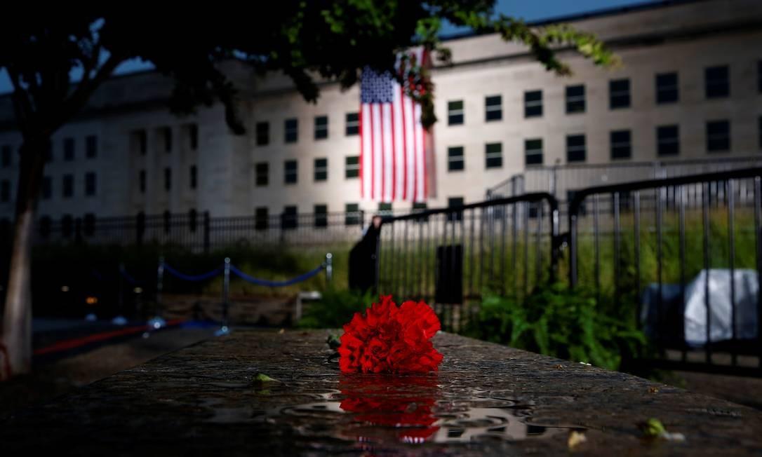 Homenagem a uma das vítimas dos ataques de 11 de setembro, no Pentágono em Washington Foto: JOSHUA ROBERTS / REUTERS