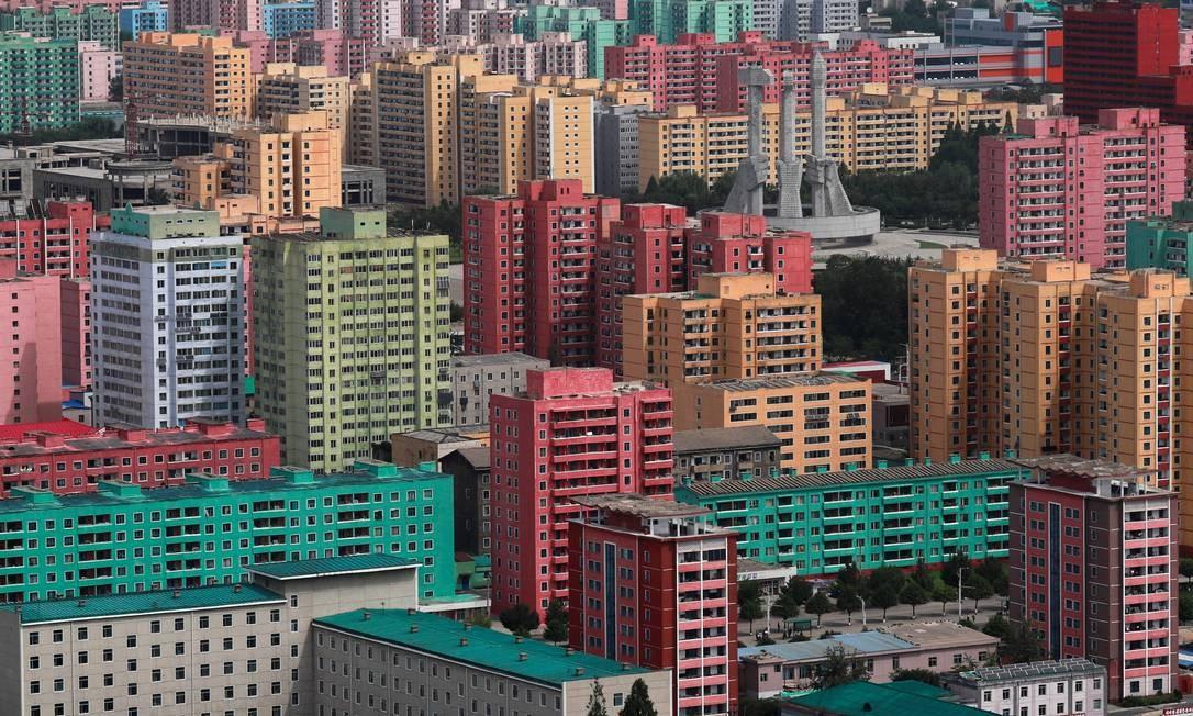Vista de parte da cidade de Pyongyang com seus Arranha-céus coloridos na Coréia do Norte Foto: DANISH SIDDIQUI / REUTERS