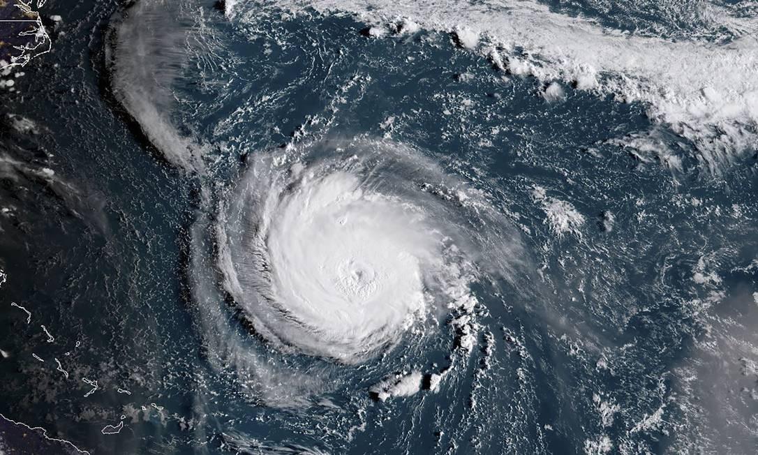 Imagem do satélite NOAA / RAMMB, mostra o furacão Florence se aproximando da costa leste dos EUA. O poderoso furacão levou as autoridades a ordenar que mais de um milhão de pessoas evacuem o caminho da tempestade que os meteorologistas dizem que poderá se intensificar Foto: HO / AFP