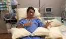 Bolsonaro faz gesto de atirar em cama de hospital Foto: Reprodução