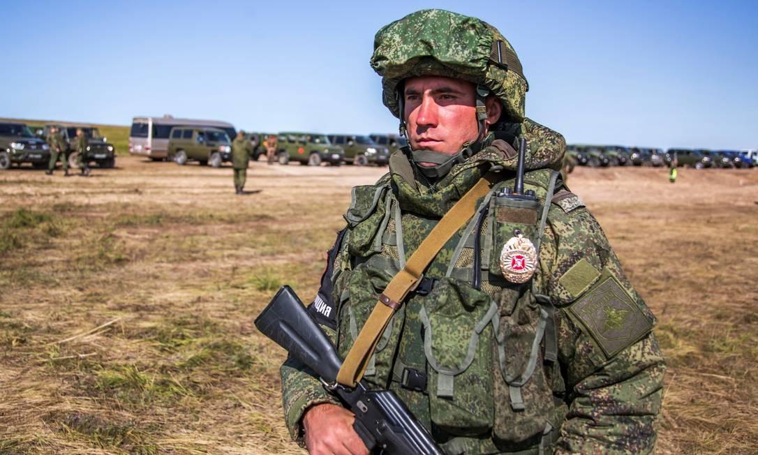 Soldado de infantaria russo fotografado durante os exercícios. São mais de 300 mil militares treinando de hoje até 17 de setembro Foto: Divulgação/Ministério da Defesa da Rússia