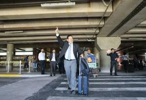 General Mourão, candidato a vice de Bolsonaro pelo PSL, desembarca no aeroporto Juscelino Kubitschek Foto: Jorge William/Agência O Globo