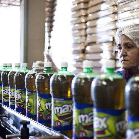 Fábrica de refrigerantes em Blumenau Foto: Paula Giolito/Agência O Globo/11-07-2012
