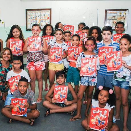 Turma infantil de inglês do projeto The English Club, no Complexo do Alemão Foto: Isis Avelino / Divulgação