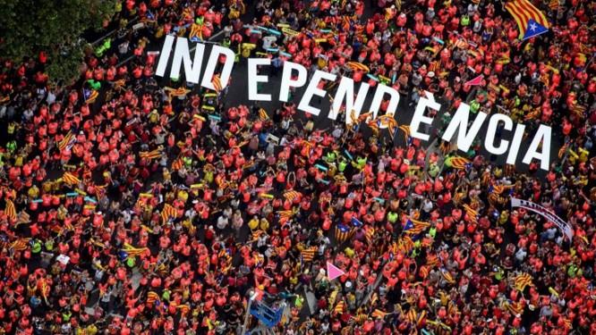 Manifestantes pedem a independência no dia nacional da Catalunha Foto: ROSER VILALLONGA / AFP