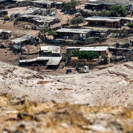 Vila palestina de beduínos em Khan al-Ahmar, localizada em um ponto estratégico ocupado no oeste de Jerusalém Foto: AHMAD GHARABLI / AFP