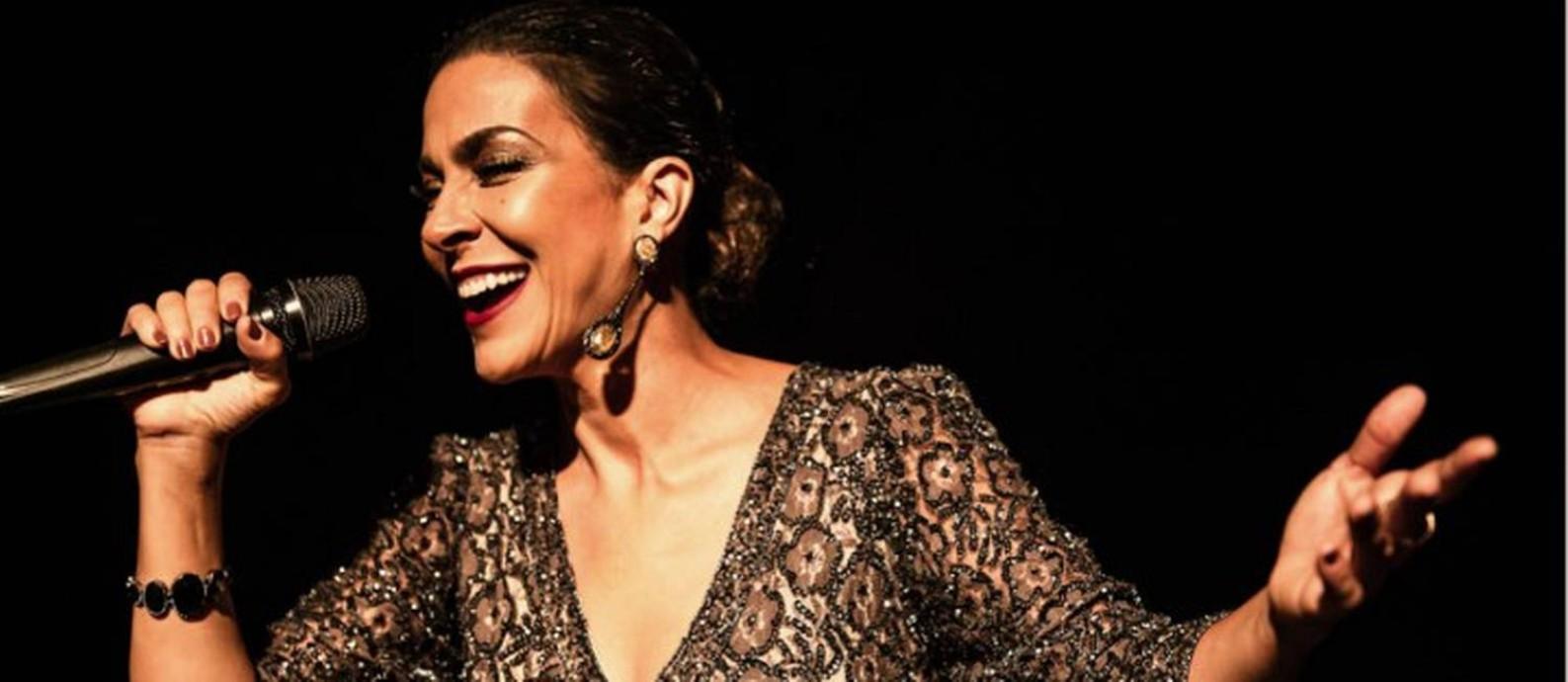 A atriz e cantora Izabella Bicalho no musical