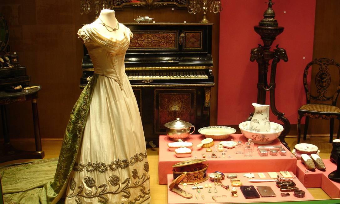 Vestido e louças do período colonial são atrações do Museu Histórico Nacional Foto: http://mhn.museus.gov.br