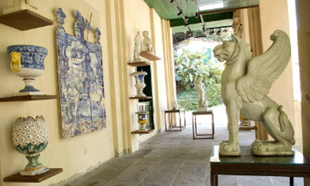 Vasos e outras peças compõem a coleção do Museu do Açude, em Santa Teresa Foto: http://museuscastromaya.com.br